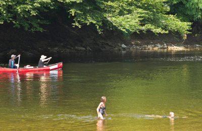 Descente en canoës sur la rivière