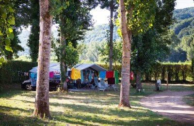 Des emplacements spacieux de camping-caravaning
