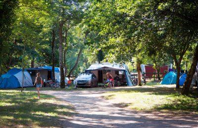 Place pour tente ou caravane en camping