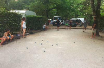 Terrain de pétanque, jeu de boules